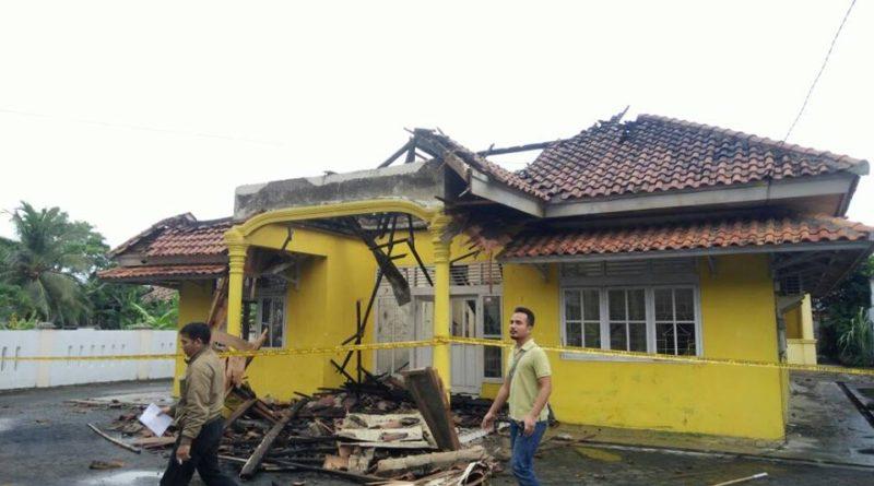 Usai Musdalub, Kantor Golkar Lamsel Terbakar