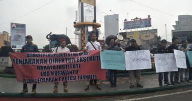 Masa Aksi Tuntut Bos Rakata Dipidana dan Lembaga Surveynya Dibekukan