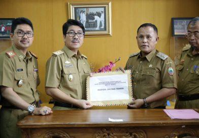 Pemprov Serahkan Bantuan Rp330,5 Juta untuk Korban Tsunami Selat Sunda